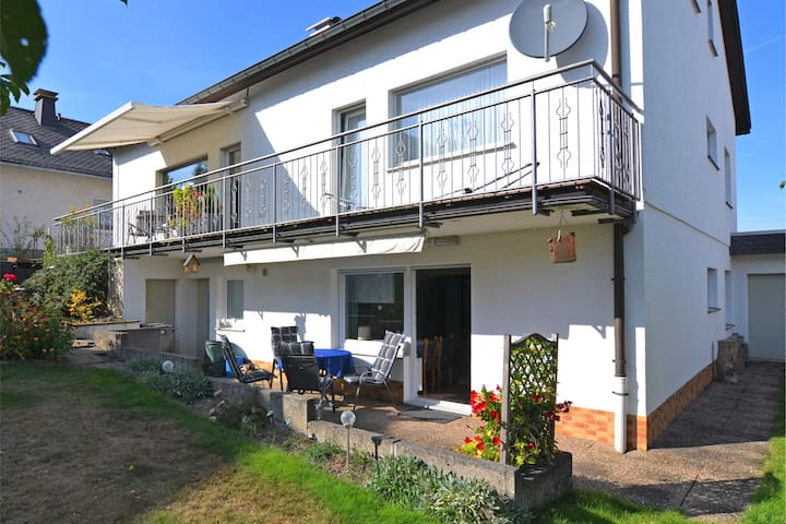 Bright apartment in a quiet location in the Sauerland with garden and terrace