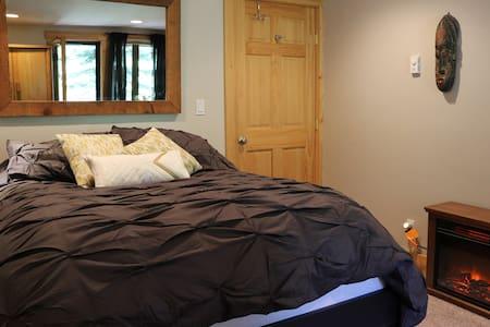 Cozy Room w/ Desk & Flat Screen TV @ Alpine/Squaw - Alpine Meadows