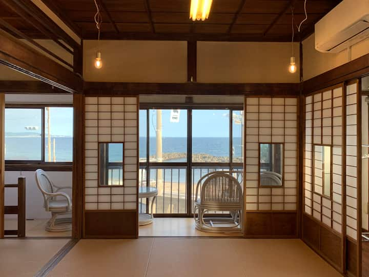 鎌倉の海を一望できる広間