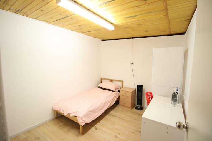 Room 2 Home Sweet Home near to Monash Clayton