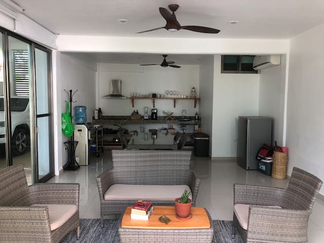 1bedroom apartment @ beautiful lagoon front house!