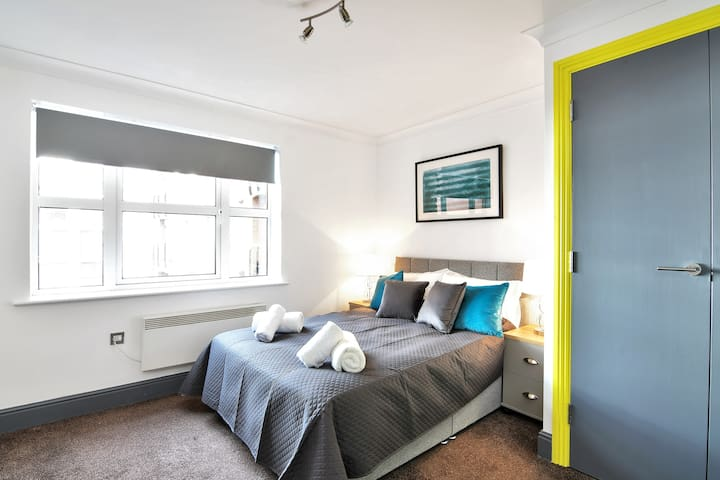 2BR Home Away from Home, City Centre, Free Parking