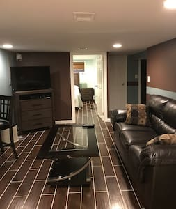 Quaint Apt 15-20 mins from NYC and Near Lightrail