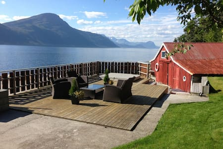 Summerhouse by the fjord - Ørskog - キャビン