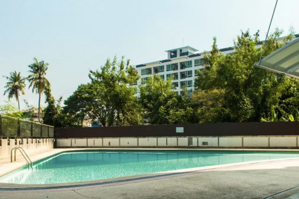 Outdoor swimming pool - free to use and often empty!