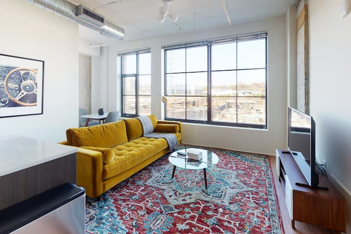 Alexandria 1BR in The Foundry w/ Concierge + Pool