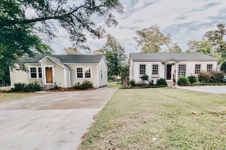 2 Houses🔹Great for Groups🔸Central Location