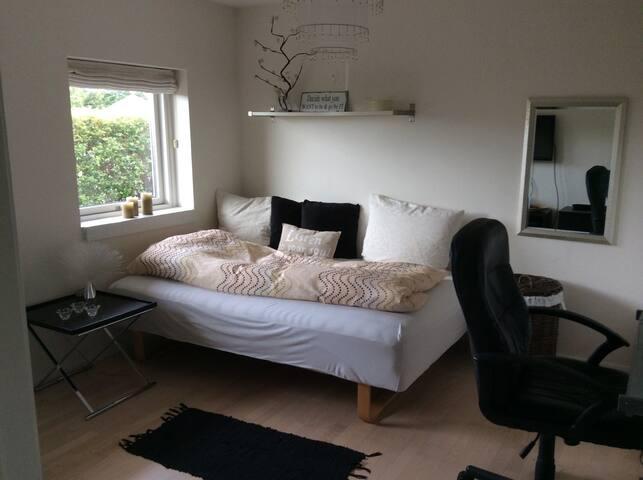 Pænt værelse i villa - Gilleleje