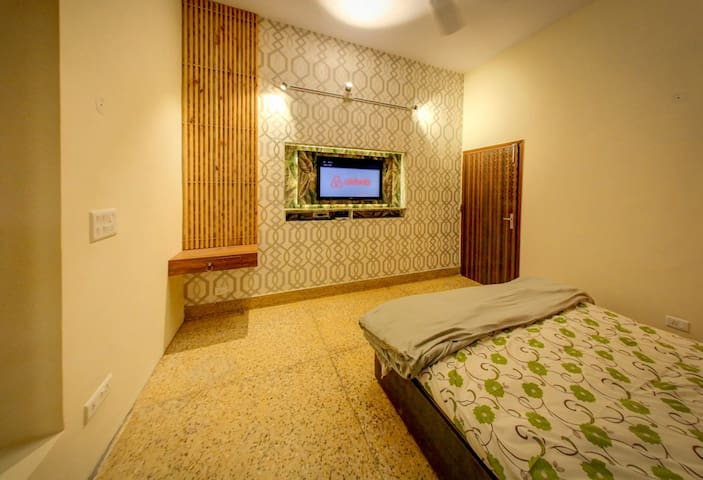 Guest room| Private entrance |  New Delhi