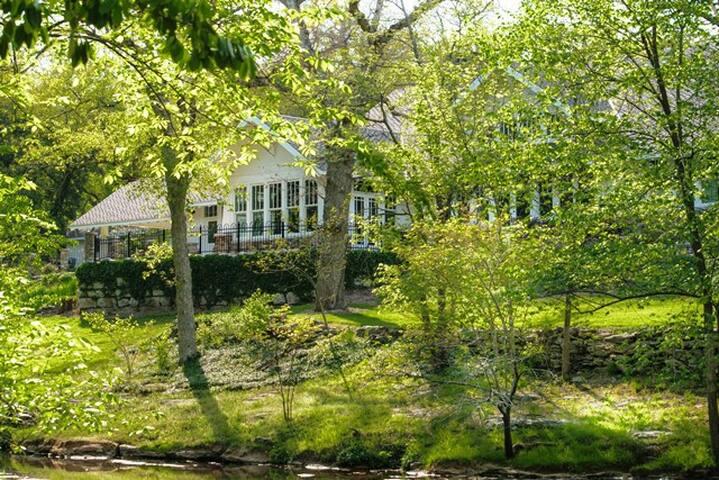 Beautiful Craftsman Home at Jones Spring