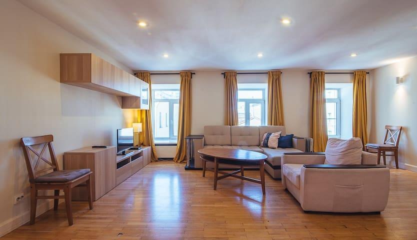 Невский 32-45 3к квартира в центре