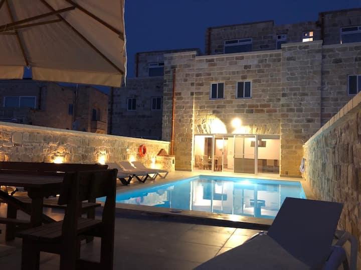 Villa Lyons - Private pool modern villa with views