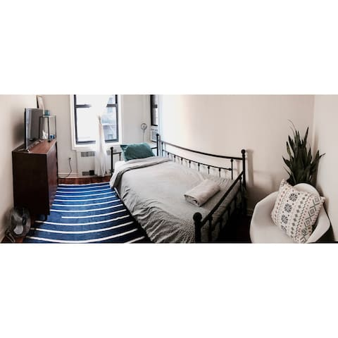 Room Close to LGA and Everything