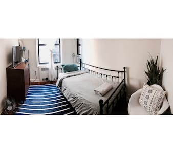 Room Close to LGA and Everything - Queens
