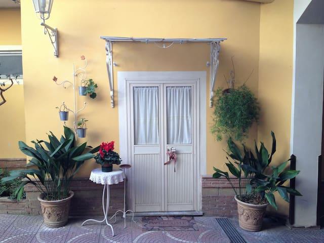 """BeB """"Il Geranio Rosso"""" - Macerata Campania - Bed & Breakfast"""