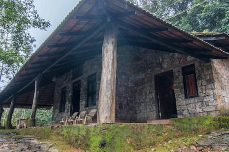 An Enchanting Rock Cottage in Madikeri - Madikeri - Vila