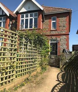 Spacious family home in quiet village near Bristol - Pill - Ház