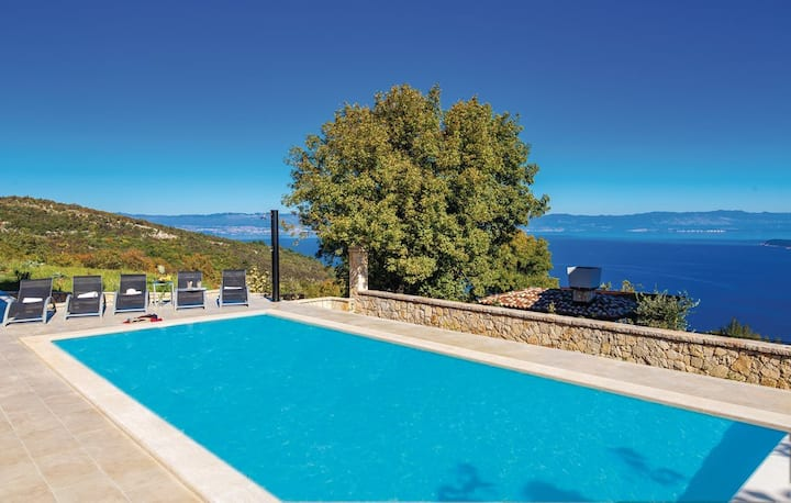 Gorgeous sea-view VillaSol with pool,Jacuzzi & BBQ