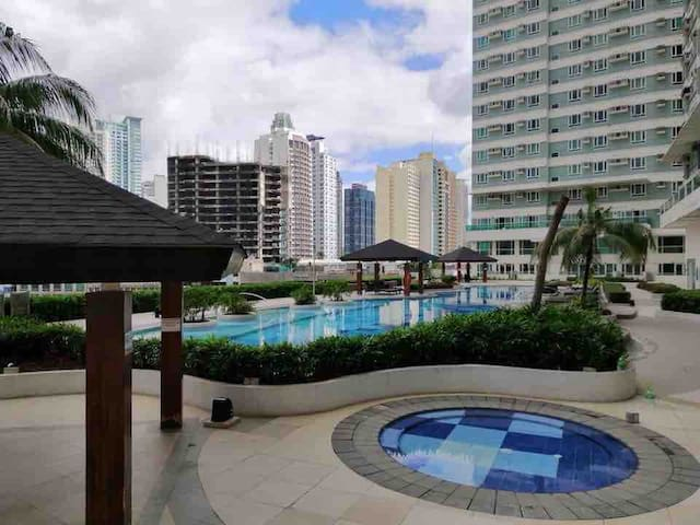 Affordable Makati Penthouse Netflix with a view
