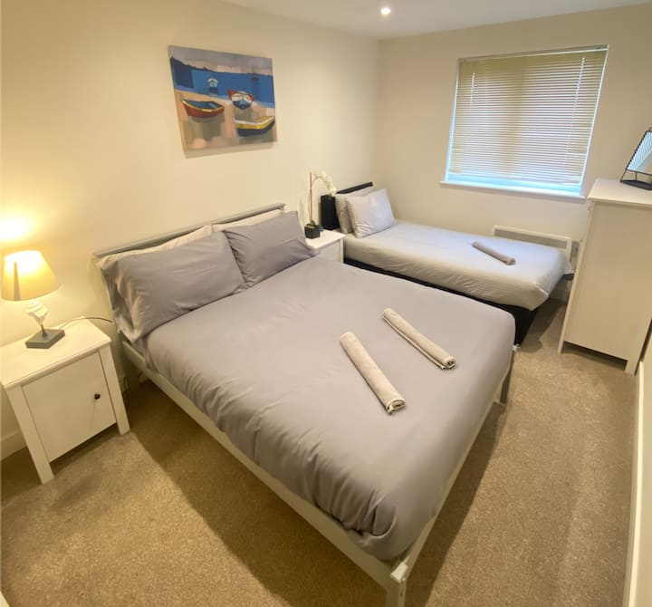 Modern flat near Chelmsford station & city centre