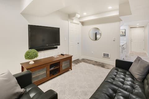 Charming Newly Remodeled Laurelhurst Apartment