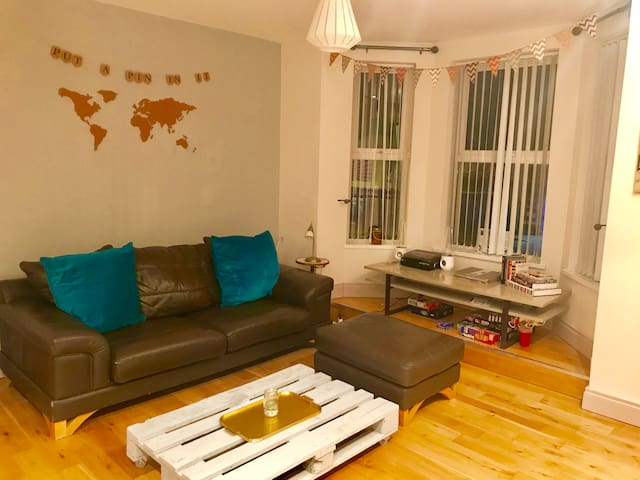 Lovely apartment! 5 minutes to city centre!
