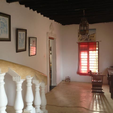 The Island Hotel - Waridi Room