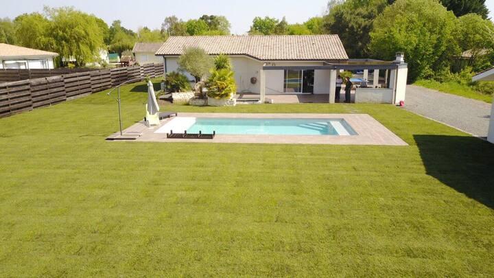 Villa familiale au calme avec piscine chauffée