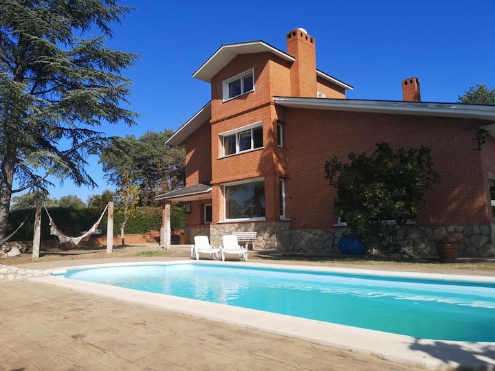 Apartment with 2 bedrooms in Villaviciosa de Odón, with shared pool and enclosed garden