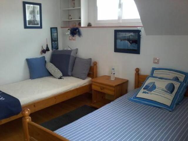 Chambre 2ème ét, SDB, PDéj, 250 m plage - Erquy - Casa