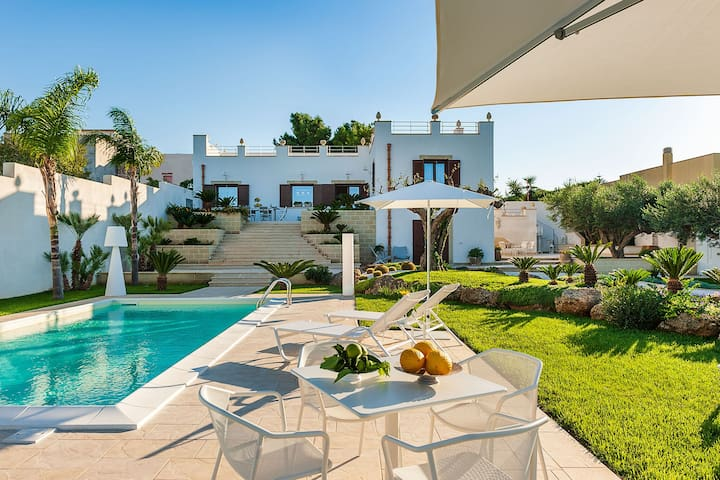 Exclusive villa with private pool and wellness centre, only 3km from the sea!