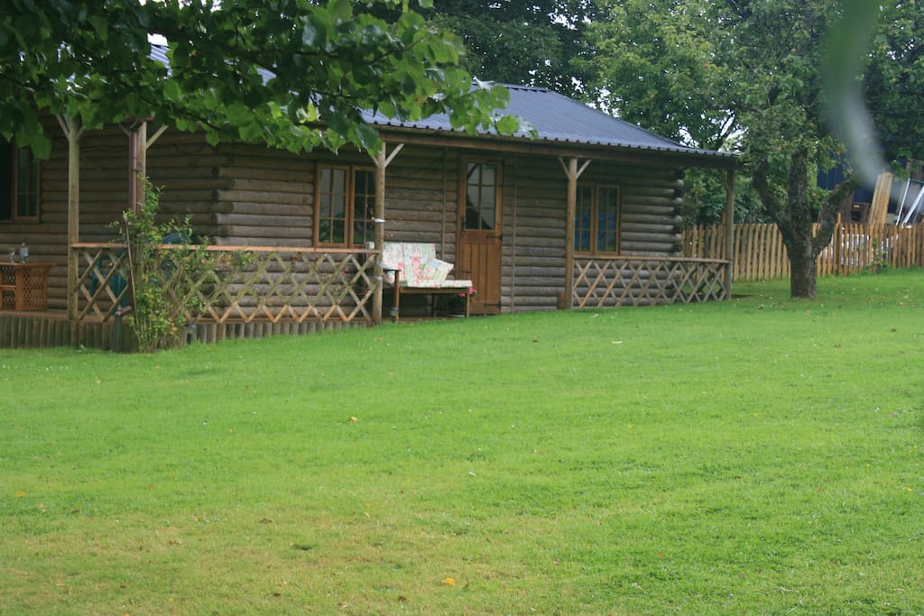 Cosy self contained log cabin cabins for rent in for Self contained cabin