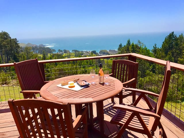 Mendocino Sea Breeze Estate! Panoramic Ocean View!