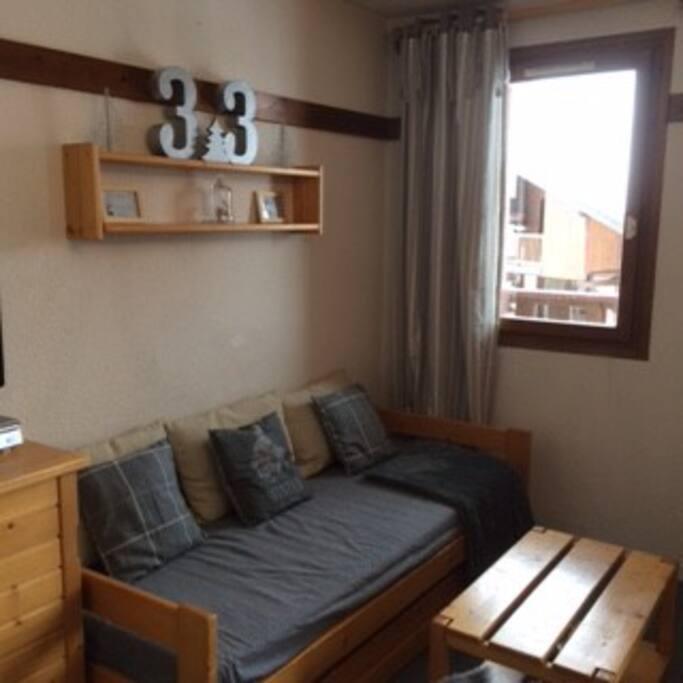 Salon avec canapé gigogne (2 lits d'une personne)