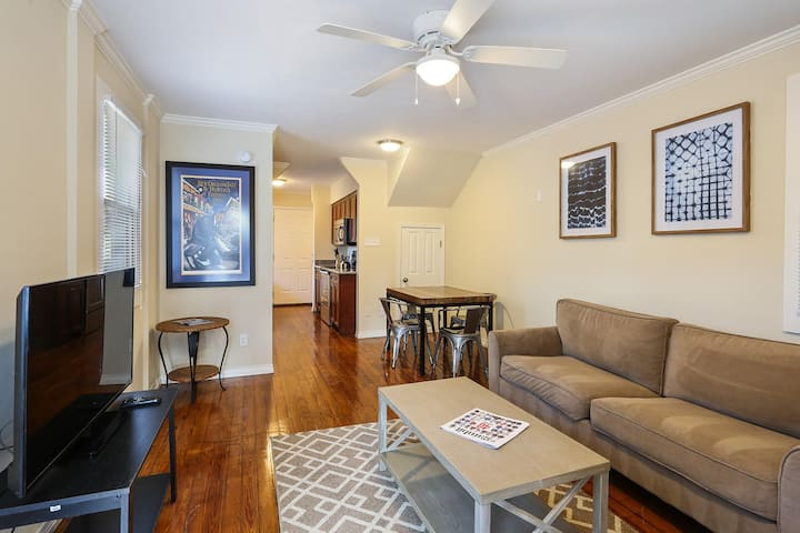 Cute 2 story cottage with parking steps to FQ!