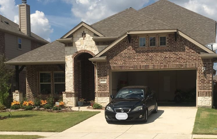 Brand New Home In Gated Community Near The Lake - Frisco - House