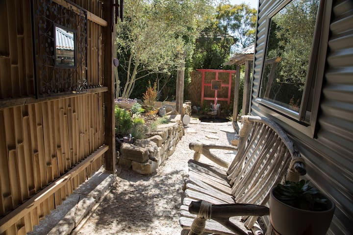 Secret Garden Retreat - South Launceston - Appartement