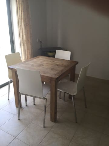 St. Paul's Bay One-Bed Well-Located By the Sea - San Pawl il-Baħar