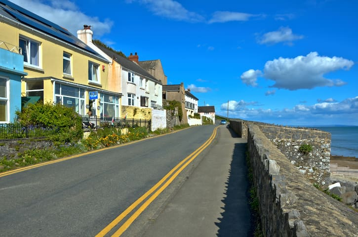 Beach Haven B&B, Amroth sea front, Pembs, SA67 8NG - Amroth