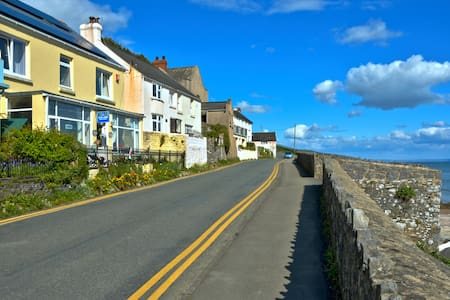 Beach Haven B&B, Amroth sea front, Pembs, SA67 8NG - Amroth - Bed & Breakfast