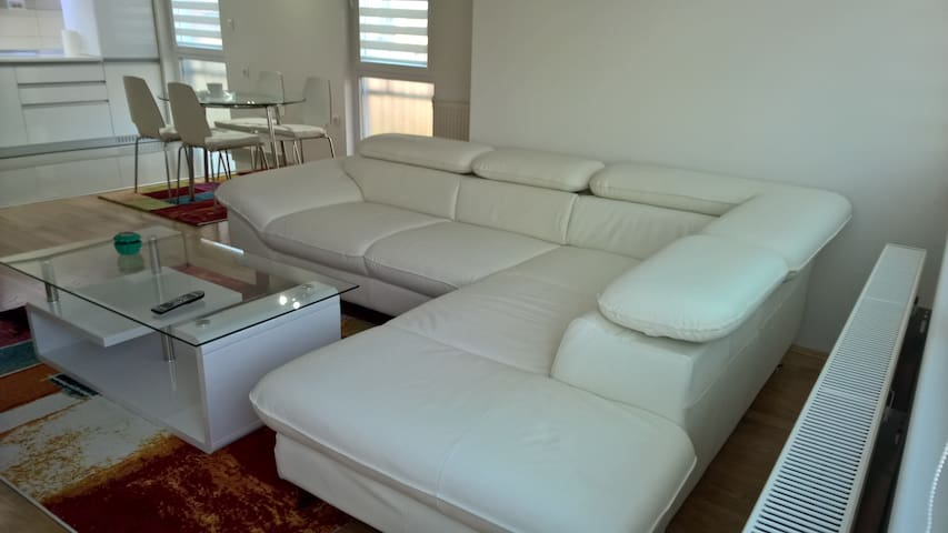 White Luxury Apartment - Skopje - Appartement
