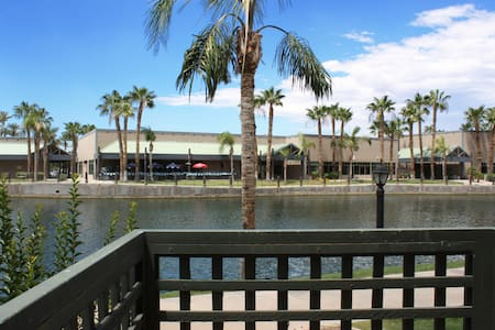 Lakefront 2BR 2Bath Renovated Condo in Chandler! - Chandler