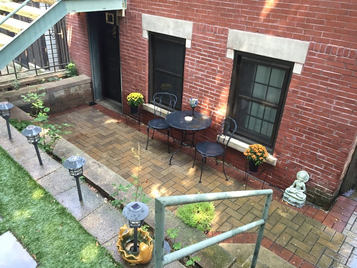 Beautiful 1-bedroom, 1-bathroom Bucktown Apartment