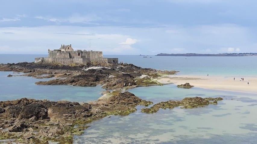 Aux pieds des plus belles plages de Saint Malo