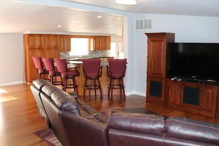 The Holly ,   4 bedrooms 2 bath  near Notre Dame.