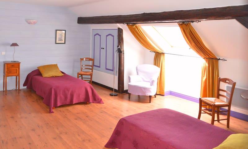 Chambre d'Hôtes - Violettes - Clos des Pommes