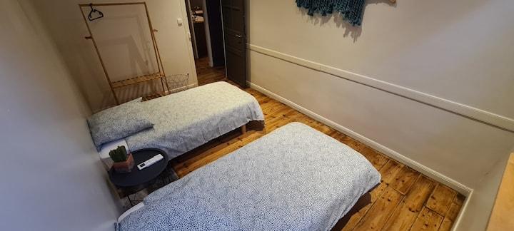 Chambre 4 pers, SdB et WC privés.  100€/nuit