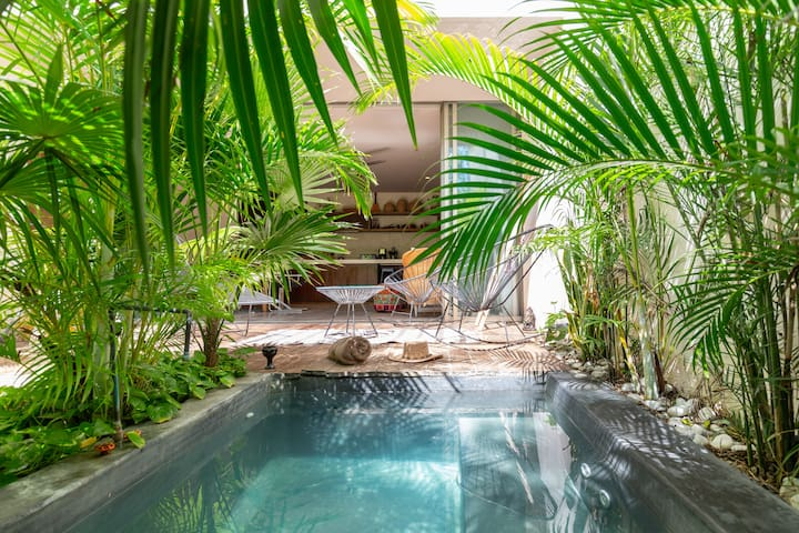 Private Mini Pool!!