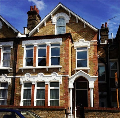 Entire Flat in Beautiful South East London