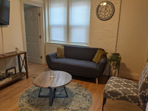 Super cozy one bedroom apartment in the medical campus area.